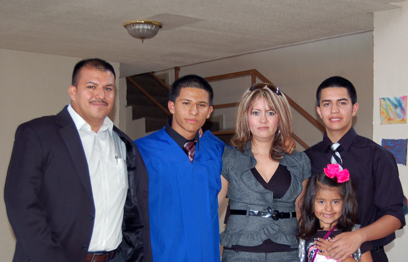 student graduation avelar with family