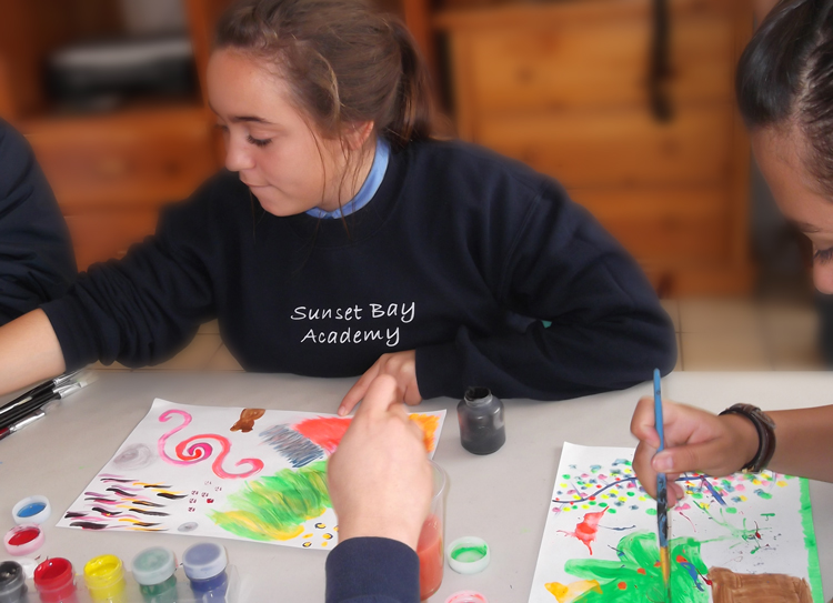 girl-student-on-art-therapy-at-sba